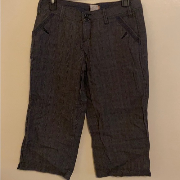 Women's capris Size 7 gray black and blue